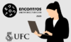 #PraCegoVer #PraTodosVerem – descrição: ilustração de fundo cinza, com o logotipo dos Encontros Universitários da UFC 2020, o brasão da UFC e a imagem de uma mulher branca digitando em um notebook.